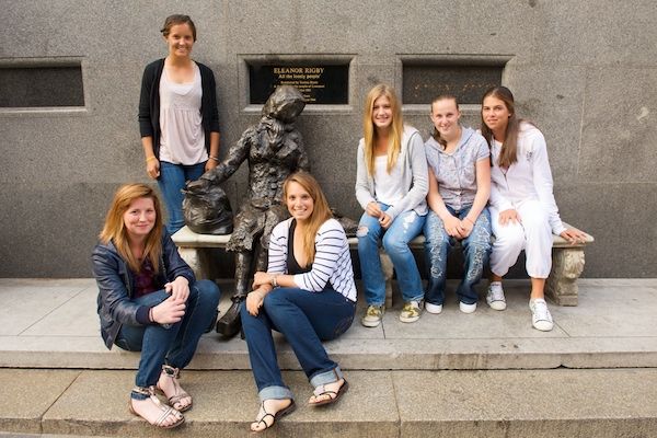 LIVERPOOL, ENGLAND - Tuesday, June 16, 2009: The young girls of the Liverpool International pose for a photograph at the Tommy Steel sculpture of Eleanor Rigby during the Tradition ICAP Liverpool International Tennis Tournament 2009 at Calderstones Park. L-R: Emily Askew (GBR), Laura Robson (GBR), Tamaryn Hendler (BEL), Eugenie Bouchard (CAN), Chloe Murphy (GBR) and Ajla Tomljanovic (CRO). (Pic by David Rawcliffe/Propaganda)